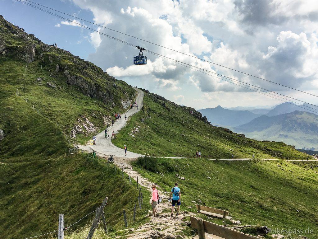 Weg zum Kitzbüheler Horn mit Seilbahn