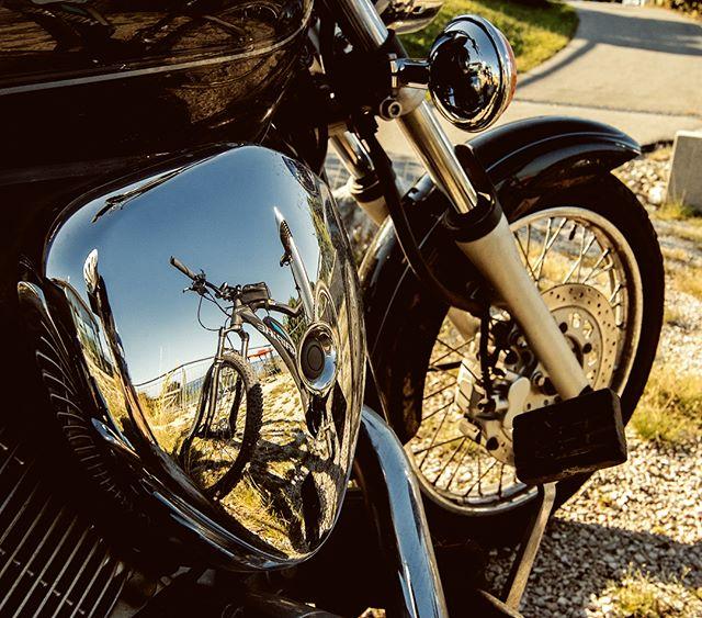 Haibike Pedelec / E-Bike spiegelt sich im Motorrad