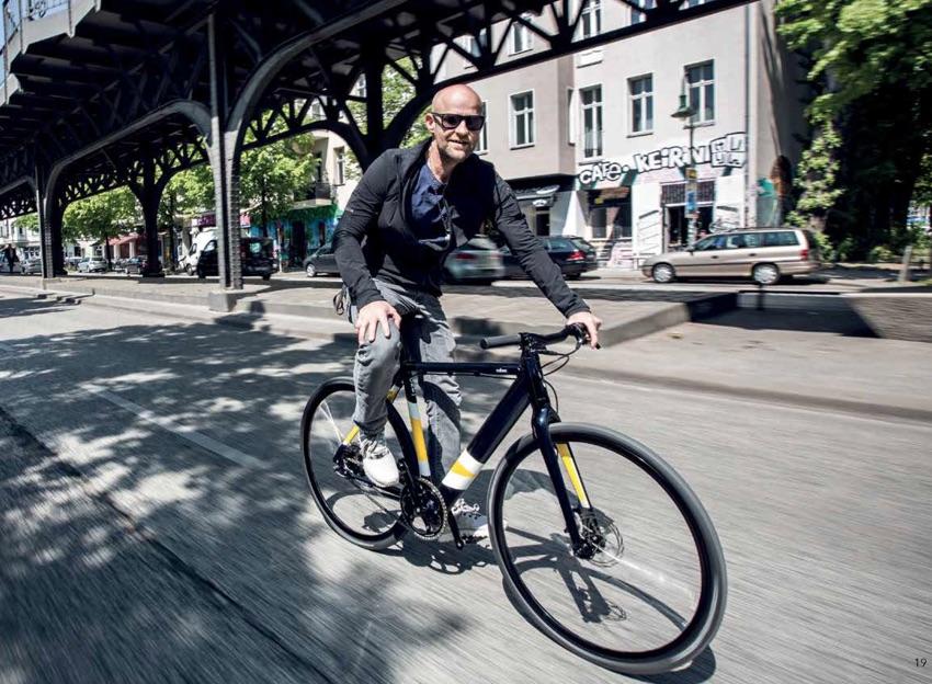 Schauspieler Jürgen Vogel auf dem Coboc ONE Berlin Sondermodell