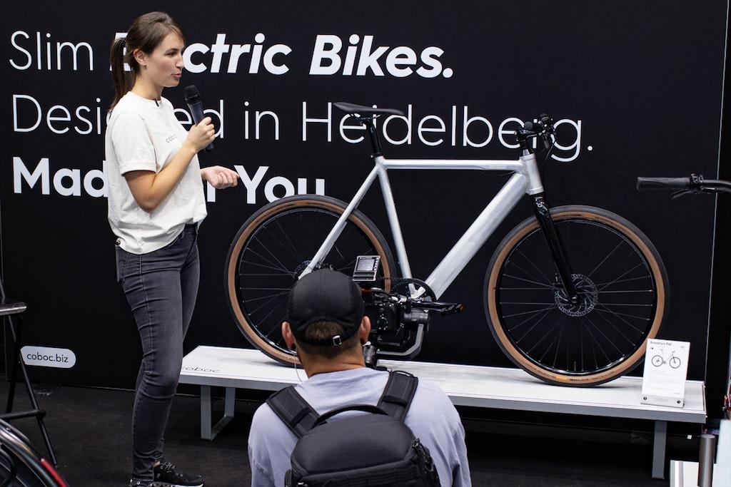Coboc E-Bike mit geschliffenem und gebürsteten Rahmen